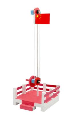 国旗升降台根据滑轮滚动原理设计,主要由底座,旗杆,滑轮升降装置等