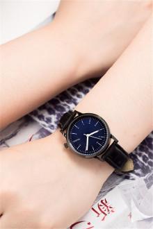 韩版手表男女学生韩版简约超薄男女表皮带石英表情侣手表一对图片