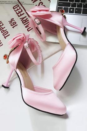 高跟凉鞋细跟尖头潮搭配图片 高跟凉鞋细跟尖头潮怎么搭配 高跟凉鞋细跟尖头潮如何搭配 爱蘑菇街