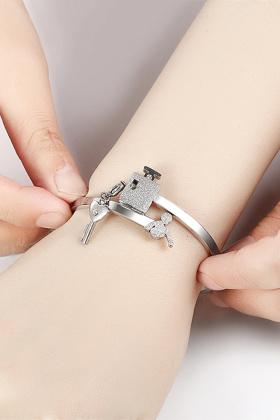 手镯手链一对可刻字情人节生日礼物潮$87.5-情侣手镯心锁手链搭配