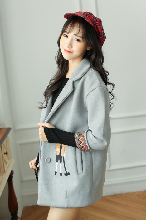 唯依时尚 2015秋冬新款韩版学院风刺绣卡通人物百搭毛呢外套