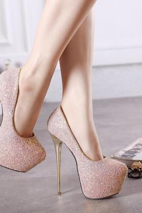 高跟鞋细跟羊皮单鞋搭配图片 高跟鞋细跟羊皮单鞋怎么搭配 高跟鞋细跟羊皮单鞋如何搭配 爱蘑菇街