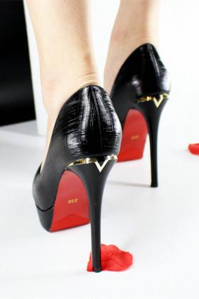 尖头高跟鞋12cm细跟搭配图片 尖头高跟鞋12cm细跟怎么搭配 尖头高跟鞋12cm细跟如何搭配 爱蘑菇街