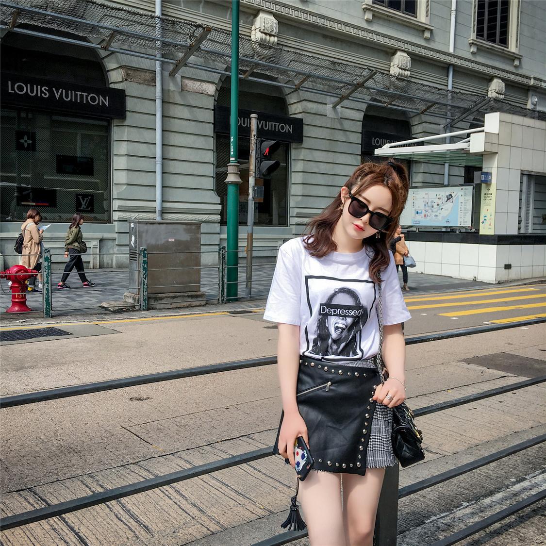 韩女翻领长袖T恤衫搭配图片_韩女翻领长袖T恤